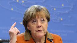 Μέρκελ: Πρέπει να βοηθήσουμε την Ελλάδα να προστατεύσει τα εξωτερικά της