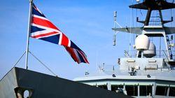 Τρία πολεμικά πλοία στέλνει η Βρετανία στο
