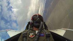 Η αντίδραση του Τζεράρντ Μπάτλερ ενώ πετάει με ένα F-16 θα σας