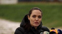 Στον Λίβανο η Αντζελίνα Τζολί και υπό βροχή επιτίθεται στη διεθνή κοινότητα για το