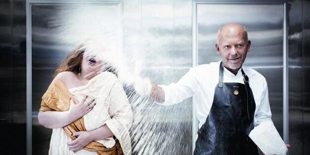 Bon appétit: Mια «πεντανόστιμη» παράσταση όπερας με τον Στέλιο Παρλιάρο σε ρόλο-