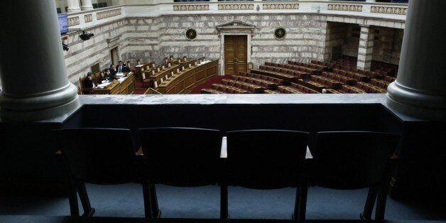 Σε ...βέρτιγκο το πολιτικό σκηνικό. Βουλή σε ρόλο