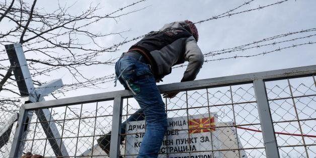 Στα Διαβατά θα οδηγούνται τα λεωφορεία με τους πρόσφυγες από την Αθήνα - Ολοκληρώθηκε η επιχείρηση εκκένωσης...