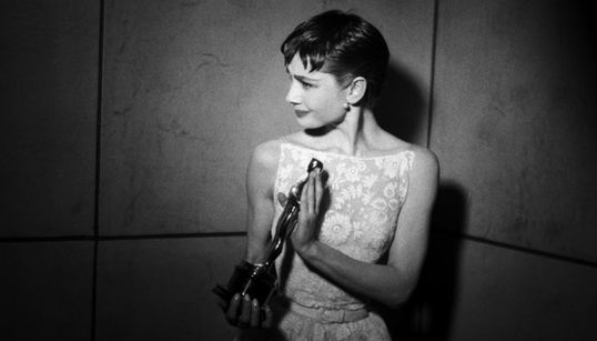 Τα Όσκαρ στη χρυσή εποχή του Hollywood: 26 μεγάλες φωτογραφίες γεμάτες αίγλη και θρυλικούς