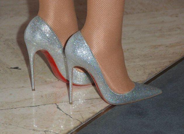 Αν είσαι η Mariah Carey δεν χρειάζεται να περπατήσεις. Βάζεις άλλους να σε