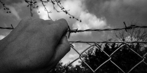 Μεταναστευτική κρίση 1990-προσφυγική κρίση 2010: Κλείνοντας τα μάτια σας (και τα σύνορα) δε λύνονται...