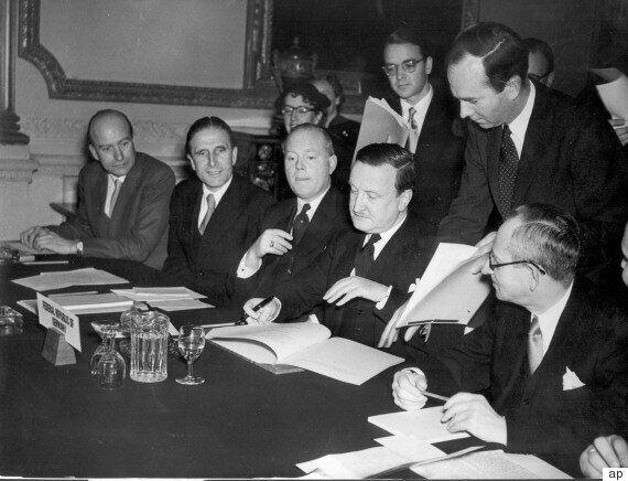 63 χρόνια πριν: Όταν η Ελλάδα διέγραφε το χρέος της
