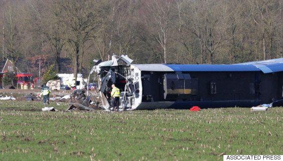Ένας νεκρός και τραυματίες μετά τον εκτροχιασμό τρένου στην Ολλανδία. Συγκρούστηκε με