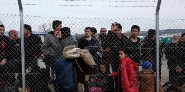Στους 6.500 οι πρόσφυγες και μετανάστες στην Ειδομένη. Νέος αποκλεισμός της σιδηροδρομικής