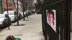 Ένα διακριτικό αφιέρωμα στον David Bowie σε δρόμο της Νέας