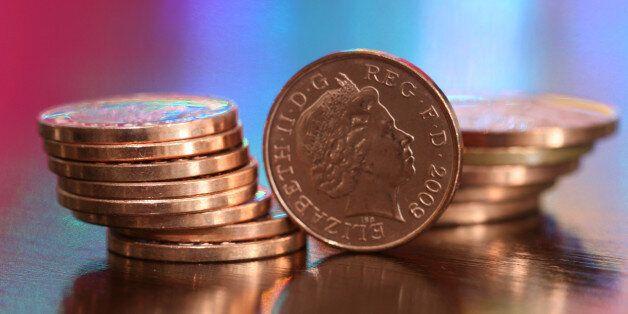 Η εκδίκηση ήρθε με τα κέρματα: Άνδρας στη Βρετανία πλήρωσε φόρο χιλιάδων λιρών με