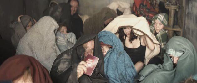 Κι αν ήσουν στη θέση τους; Το βίντεο της Διεθνούς Αμνηστίας που μας θυμίζει πως πρόσφυγες μπορεί να γίνουμε