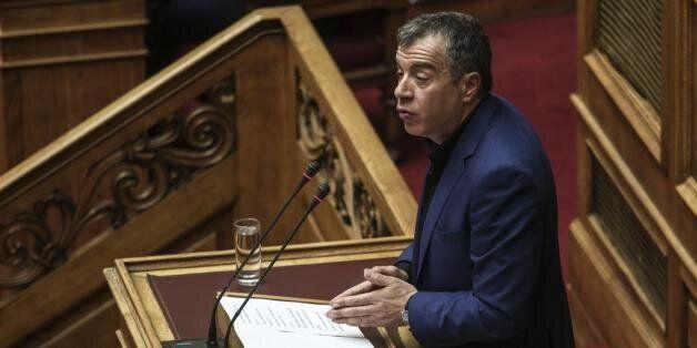 Θεοδωράκης: Θα παραδώσω το κόμμα εάν αυτό αποφασίσει το