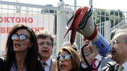 Εκατοντάδες δικηγόροι απέκλεισαν το υπουργείο