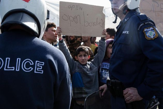 Δοκιμάζονται οι αντοχές της Ελλάδας στο προσφυγικό. Το «πραξικόπημα» της πΓΔΜ και της Αυστρίας και η...