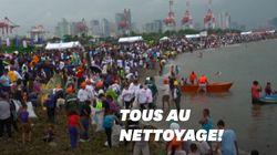 Des milliers de personnes ont ramassé les déchets sur les côtes