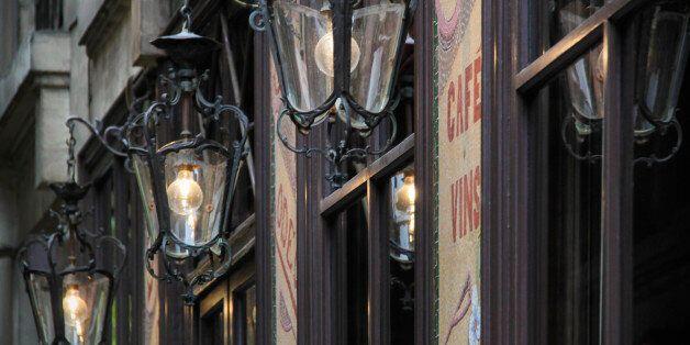 Γιατί αυτό το εστιατόριο στο Παρίσι απαγορεύει την είσοδο σε όλους τους