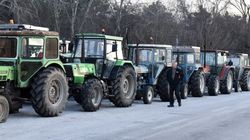 Θεσσαλονίκη: Δεν φεύγουν από τα μπλόκα οι αγρότες και εντείνουν τις κινητοποιήσεις
