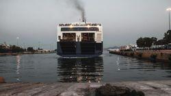 Αναχωρούν οι εγκλωβισμένοι μετανάστες από Λέσβο και Χίο μετά τη λήξη των κινητοποιήσεων της
