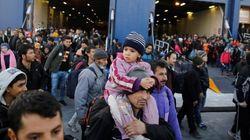 Η ελληνική οικονομία συνθλίβεται μεταξύ λιτότητας και προσφυγικής