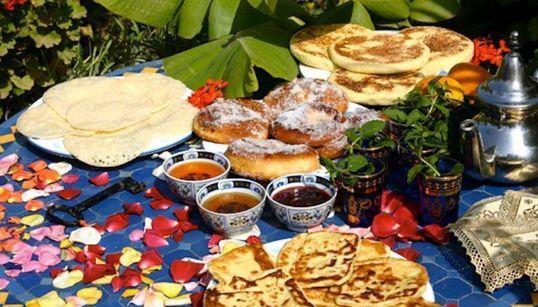 Τι τρώνε για πρωινό σε όλο τον κόσμο; Οι 14 εκδόσεις της HuffPost μοιράζονται το παραδοσιακό πρωινό της χώρας