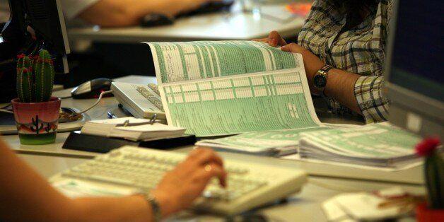 Οι αλλαγές της φετινής φορολογικής δήλωσης - Τι θα ισχύσει για αποδείξεις και ποιοι θα είναι