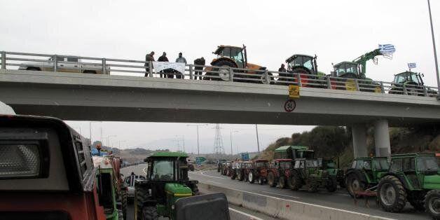 Περιοδικοί αποκλεισμοί δρόμων και πορείες διαμαρτυρίες στη Θεσσαλονίκη από αγρότες και