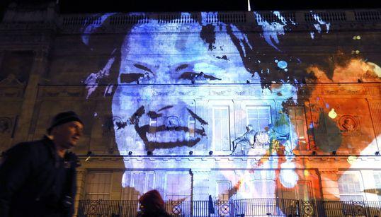 Ελέφαντες σε μπαλκόνια και άνθρωποι στον ουρανό: Το Lumiere μεταμόρφωσε το Λονδίνο για τέσσερα
