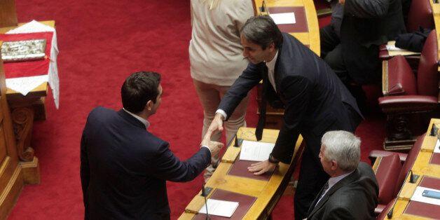 Η πρώτη μεγάλη αναμέτρηση Τσίπρα – Μητσοτάκη εν όψει στη Βουλή: «Τροχιοδεικτική» συνάντηση και