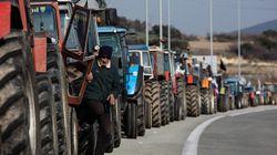 Παραμένουν στα μπλόκα οι αγρότες: Αποκλεισμός του τελωνείου στον βόρειο Έβρο - Και οι φορτηγατζήδες στις