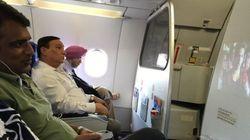 Έβλεπε στο αεροπλάνο ταινία κατεβασμένη παράνομα ενώ δίπλα του είχε την