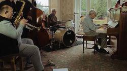 95χρονος πιανίστας της τζαζ που πάσχει από άνοια ξανασυναντά μετά από δεκαετίες τα μέλη της μπάντας