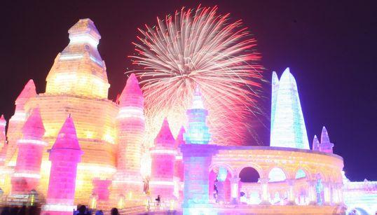 Εντυπωσιακές κατασκευές από πάγο και χιόνι στο πιο διάσημο φεστιβάλ της