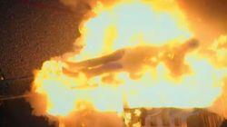 Το ριψοκίνδυνο πείραμα του Andreas Wahl: Περνά μέσα από τις φλόγες εντελώς γυμνός χωρίς να πάθει