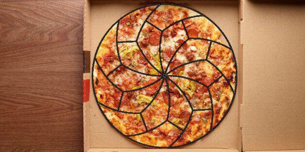 Αυτός ο επιστημονικός τρόπος να κόψετε πίτσα θα σας...