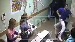 Γιατρός ρίχνει μπουνιά σε ασθενή του μέσα σε νοσοκομείο και τον αφήνει στον