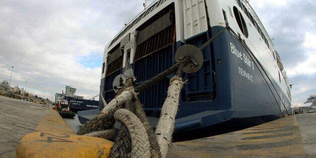 Προβλήματα στις ακτοπλοϊκές συγκοινωνίες: Δεμένα τα πλοία στα λιμάνια του Πειραιά, της Ραφήνας και του