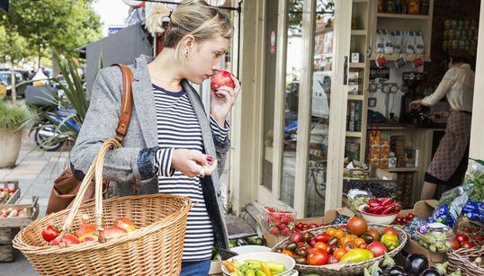Φρούτα και λαχανικά εποχής. Πότε καταναλώνουμε ποια. Χρηστικός πίνακας για να απολαμβάνουμε ό,τι καλύτερο προσφέρει η