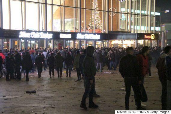 18χρονη από την Κολωνία δηλώνει ότι την παρενόχλησαν 30