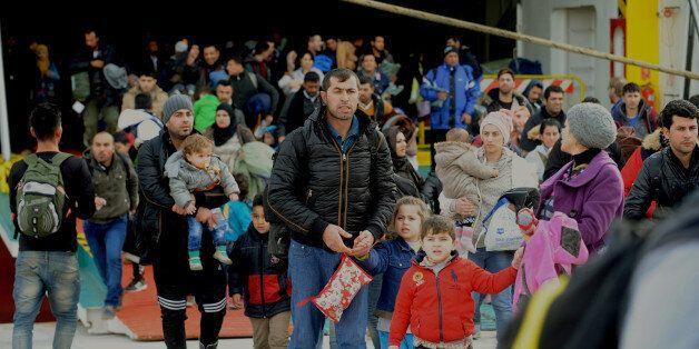 Ακόμη 3.000 πρόσφυγες αποβιβάστηκαν την Τετάρτη στο λιμάνι του