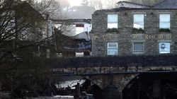 Εμβληματική παμπ 200 ετών στην Αγγλία παρασύρθηκε από τις
