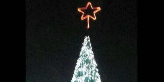 Χριστουγεννιάτικο δέντρο 16 μέτρων στην καρδιά συριακής