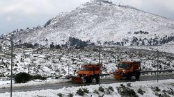 Με αλυσίδες η κίνηση των οχημάτων στην Πάρνηθα λόγω της