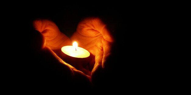 Το ανελεύθερο πνεύμα που καλπάζει και το φως που