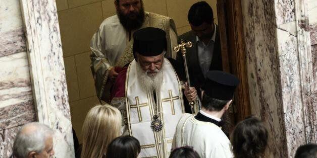 Αρχιεπίσκοπος: Το σύμφωνο συμβίωσης δεν πρέπει να περάσει από το Κοινοβούλιο και να γίνει