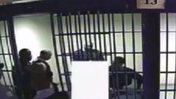 Οργή στις ΗΠΑ: Έξι αστυνομικοί χτυπούν με taser κρατούμενο και τον