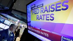 3 γραφήματα που δείχνουν γιατί η Fed θα έπρεπε να περιμένει πριν αυξήσει τα επιτόκια – και ο ένας λόγος που δεν το