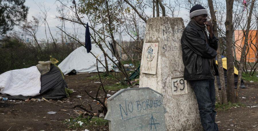 Τι συμβαίνει στην Ειδομένη. Σε ένα μικρό κομμάτι γης όπου χιλιάδες πρόσφυγες προσπαθούν να περάσουν από...