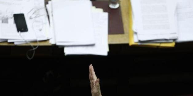 Στη Βουλή το νομοσχέδιο με τα 13 προαπαιτούμενα. Τι προβλέπει για «κόκκινα» δάνεια και νέο μισθολόγιο...