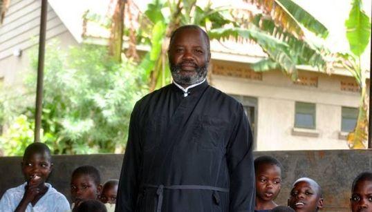 Το όραμα του πατέρα Αντώνιου Mutyaba στην Ουγκάντα: Η μάχη με την πείνα, την φτώχεια και την